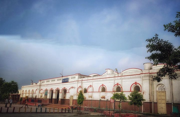 Meerut Cantt Railway station was established by British India government around 1865